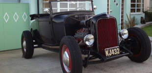 1929 Ford Model A roadster - traditional 1950s-style hot rod